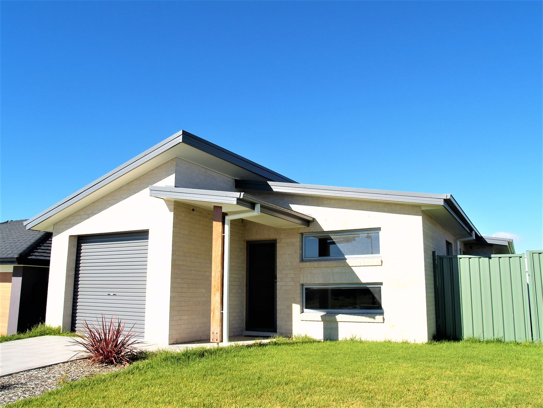 16 LEW AVENUE, Eglinton NSW 2795, Image 1