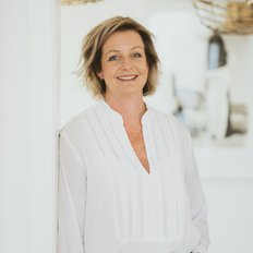 Andrea Tucker, Sales representative