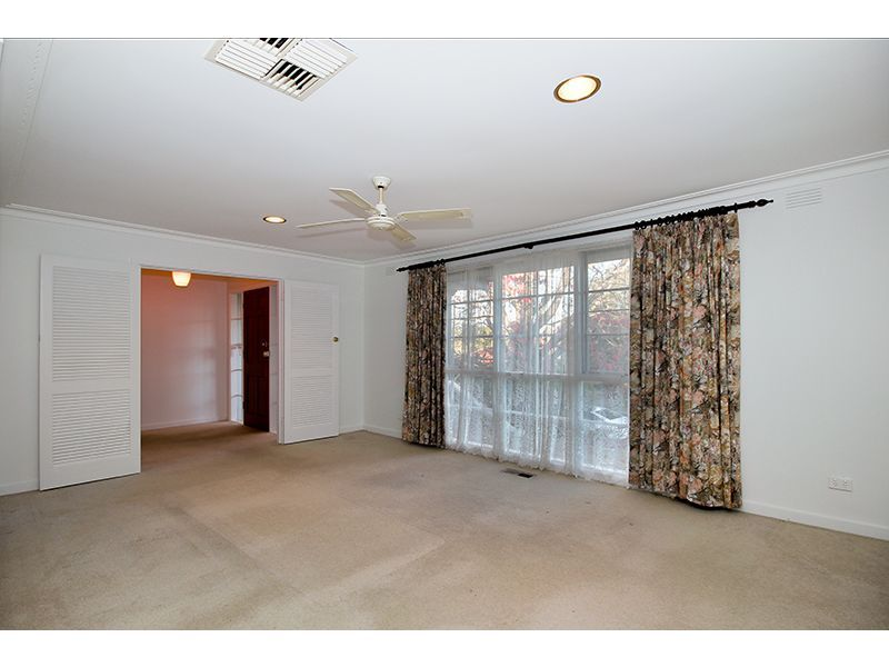 11 Nandina Street, Forest Hill VIC 3131, Image 2