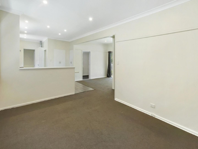 27 Alamein Avenue, Narraweena NSW 2099, Image 1