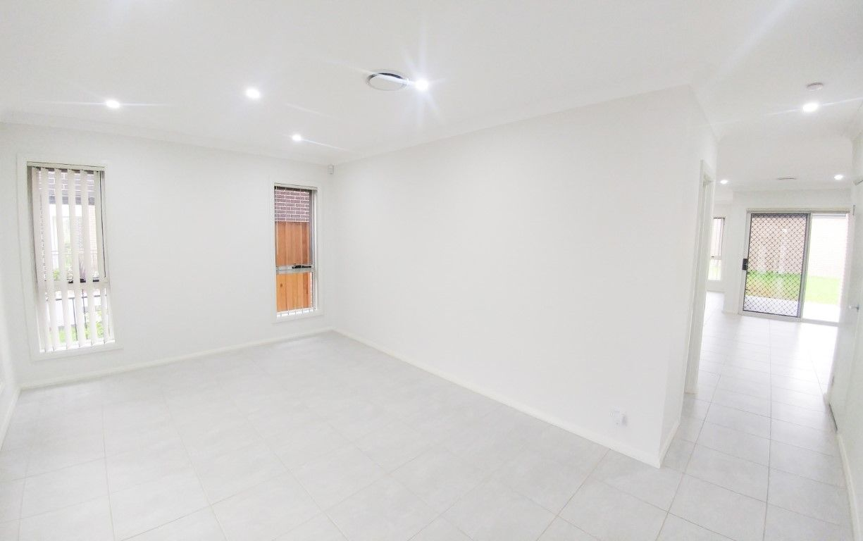 24 Alderton Drive, Colebee NSW 2761, Image 2