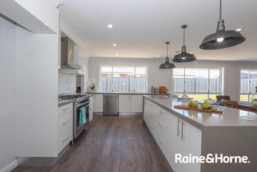 17 Lew Avenue, Eglinton NSW 2795, Image 2