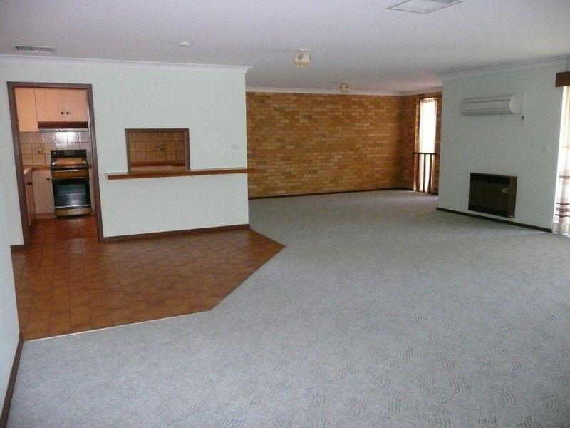 4/110 Benerembah Street, Griffith NSW 2680, Image 2