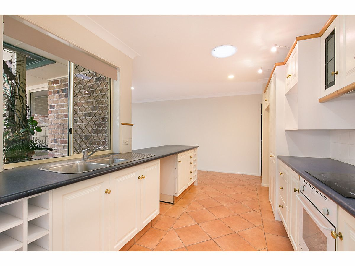 8 Calford Court, Heritage Park QLD 4118, Image 2