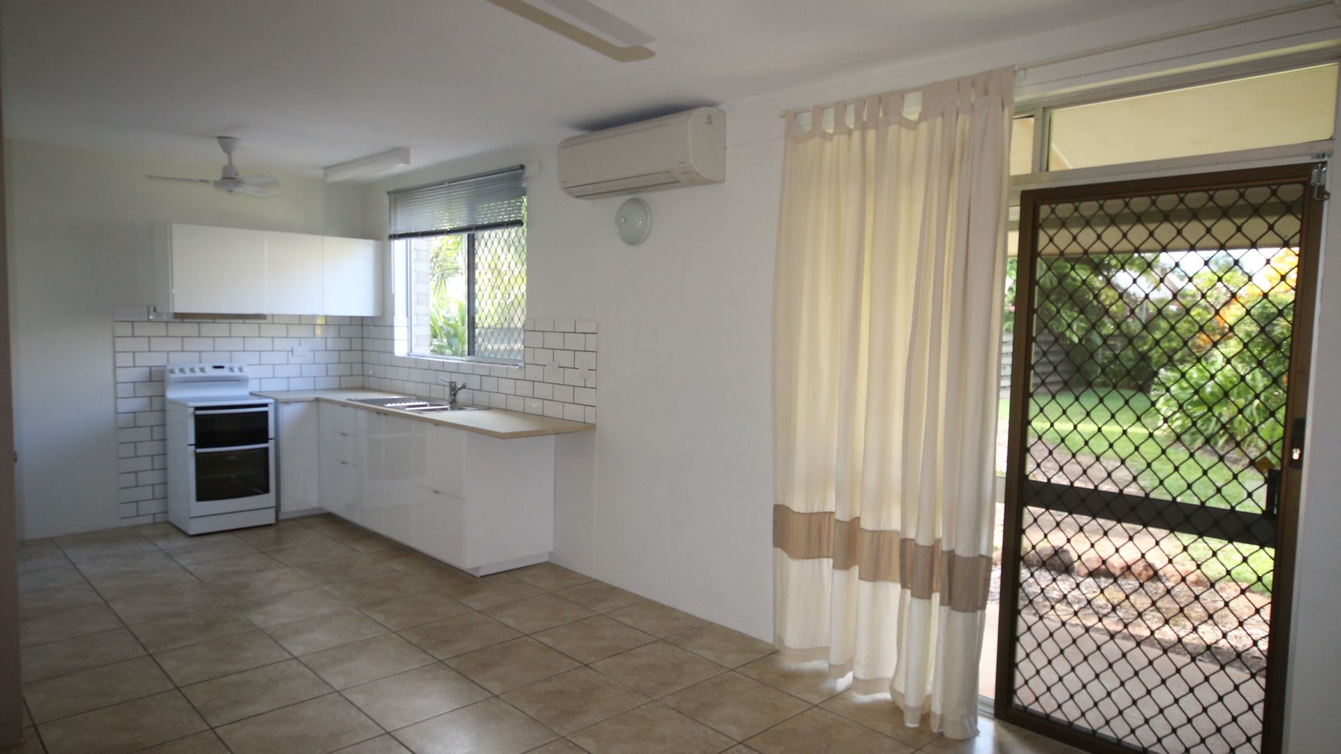 2/15 Reynolds Court, Coconut Grove NT 0810, Image 2