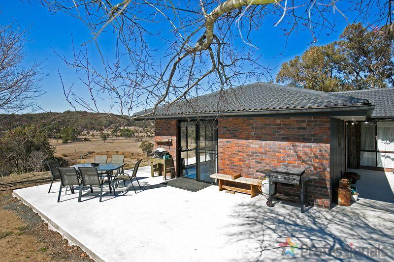 17 Herbert Park Road, Armidale NSW 2350, Image 1