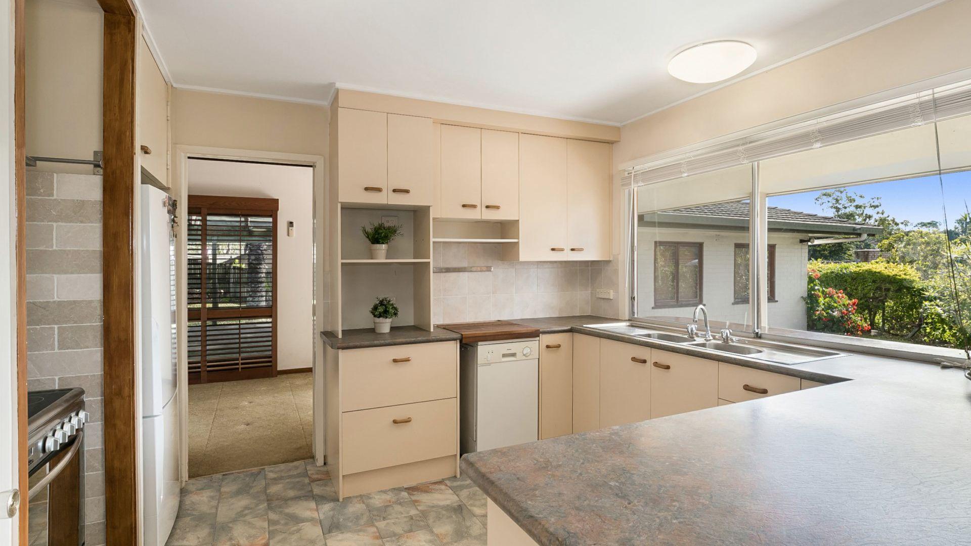 21 Roxburgh Street, Kenmore QLD 4069, Image 2