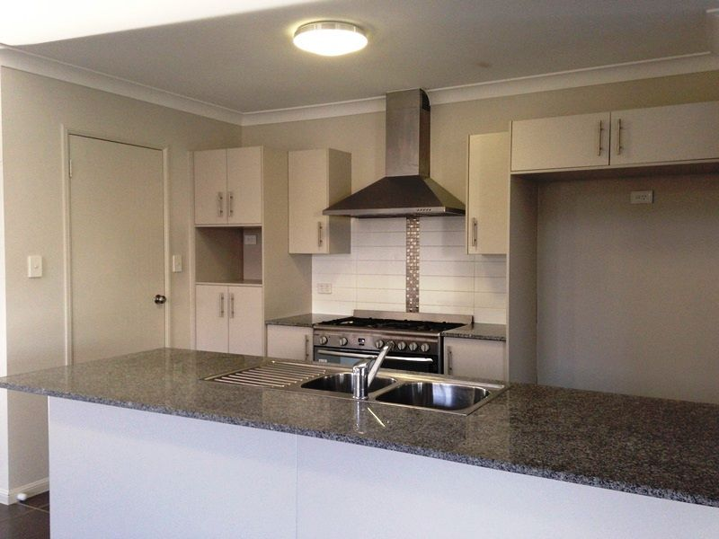 25 Iona Avenue, Burdell QLD 4818, Image 1
