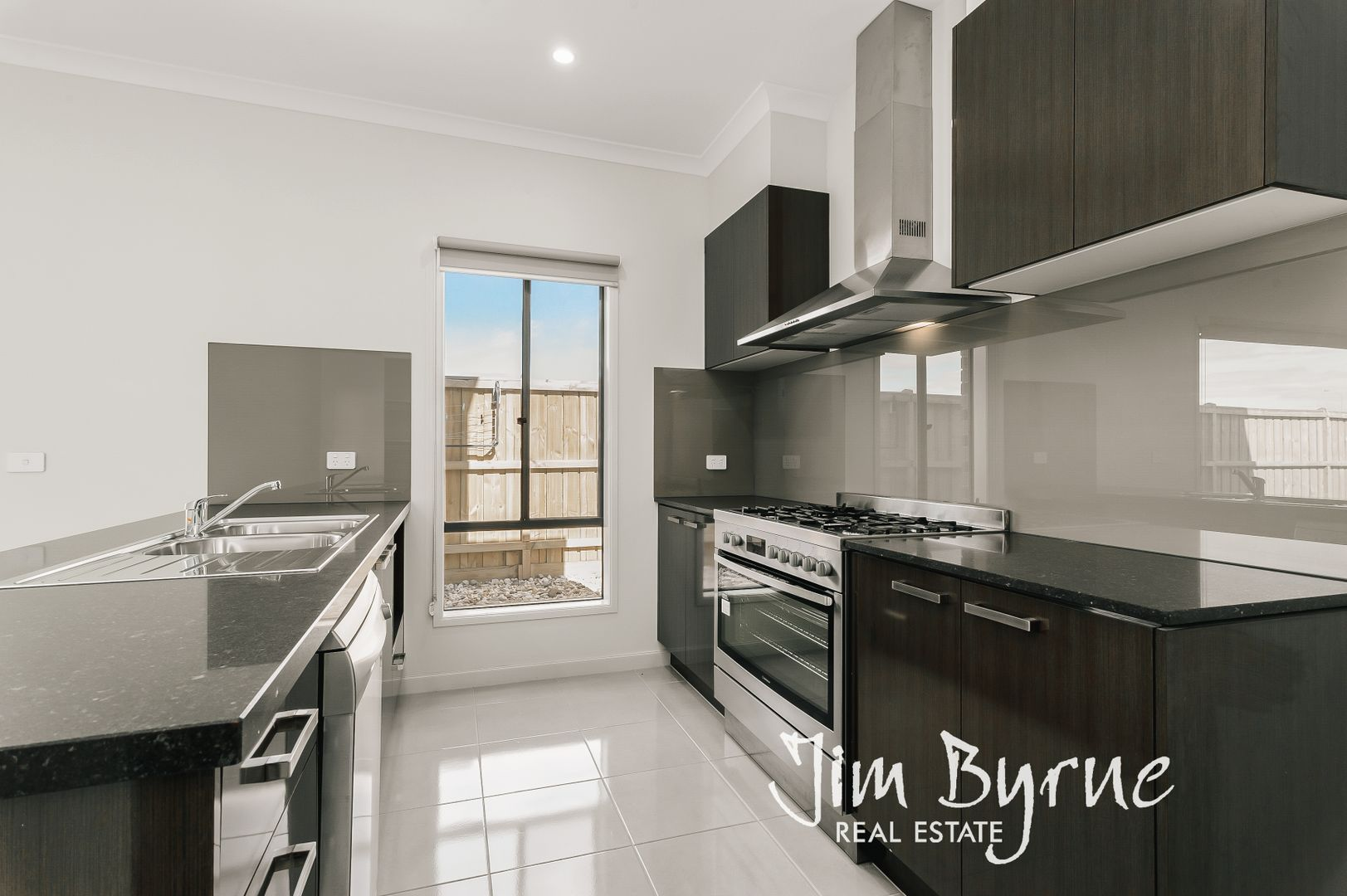 28 Hollingrove Avenue, Clyde North VIC 3978, Image 0