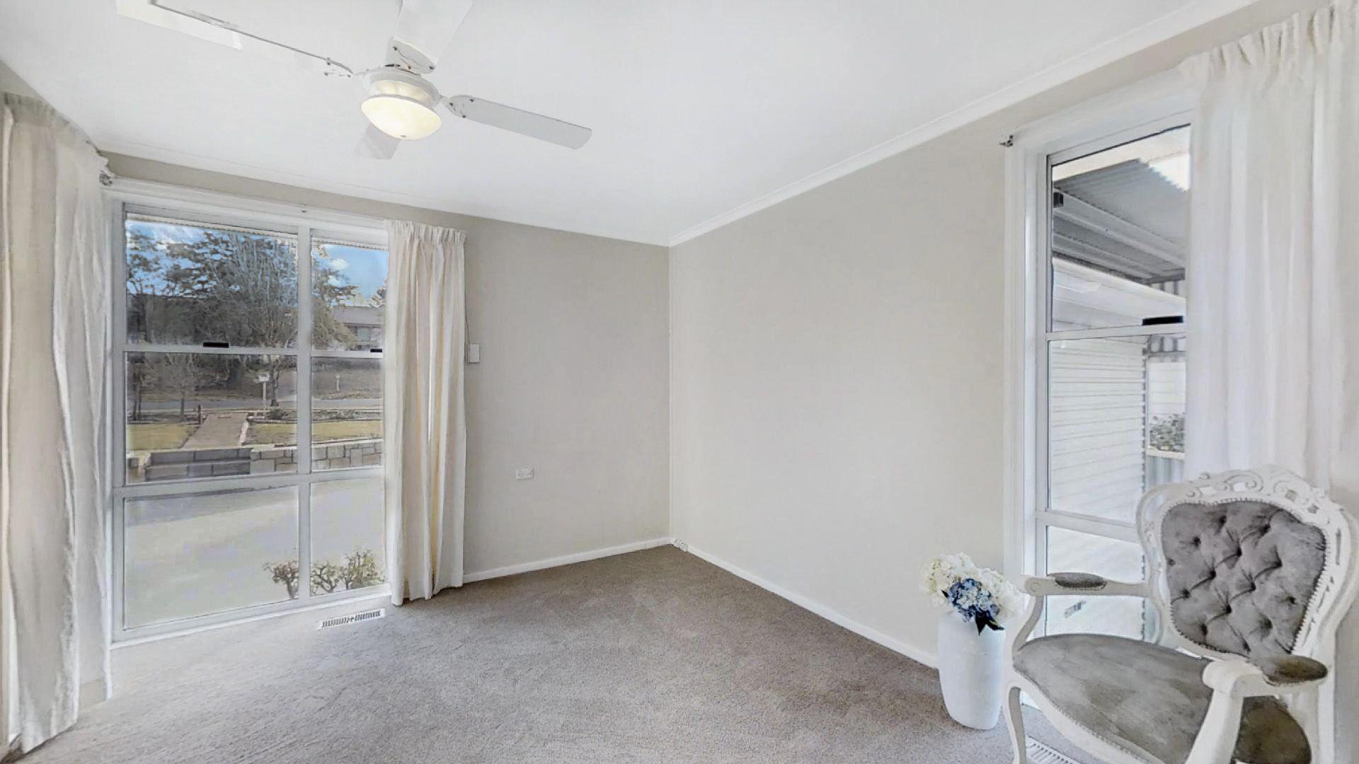 124 Donald  Road, Queanbeyan NSW 2620, Image 2