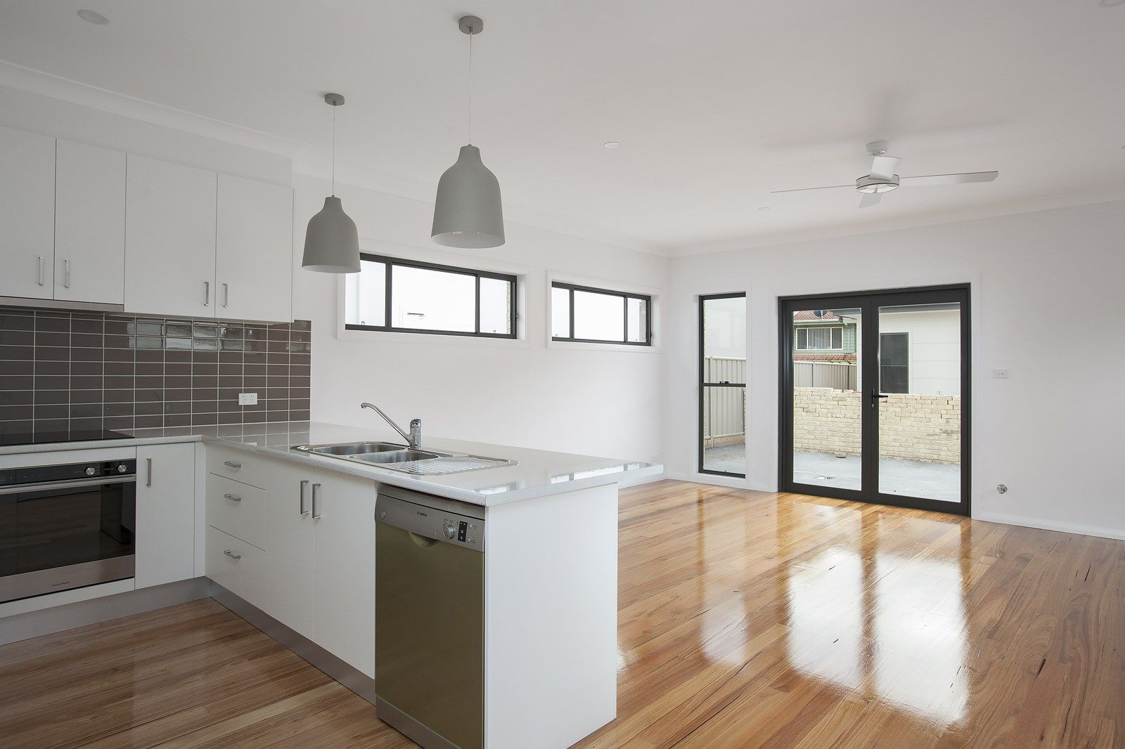 16 Francis Street, Corrimal NSW 2518, Image 2