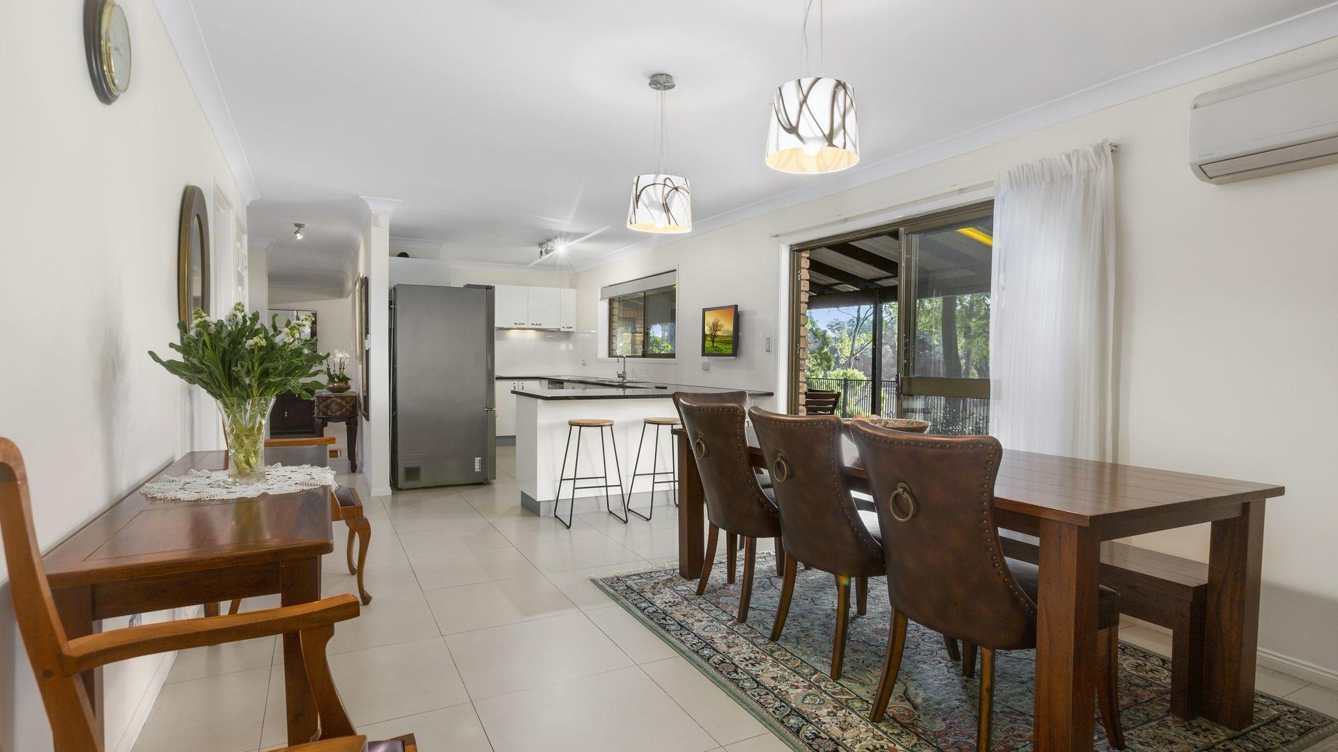 8 Timaru Close, Westlake QLD 4074, Image 2
