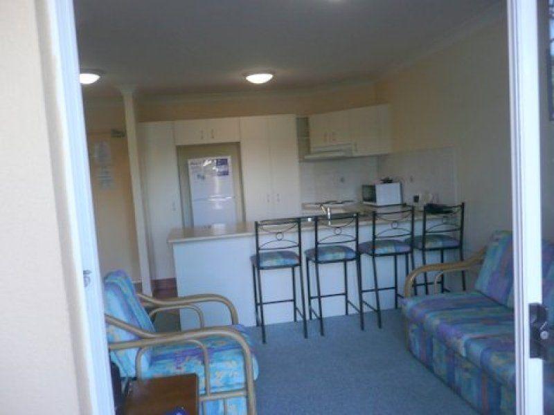 6/40-46 Burra Street, Chevron Island QLD 4217, Image 2