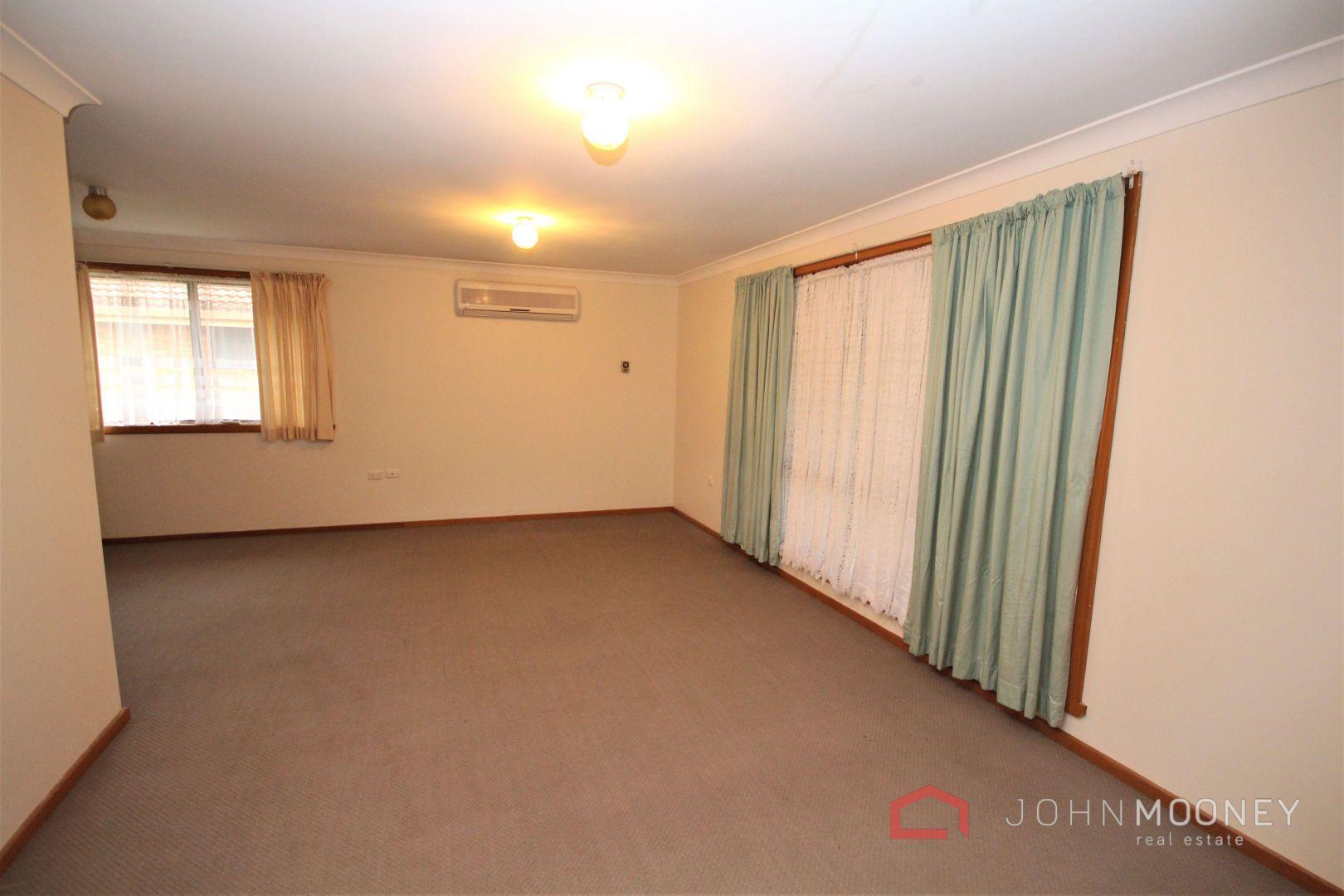 75 Huthwaite Street, Mount Austin NSW 2650, Image 2