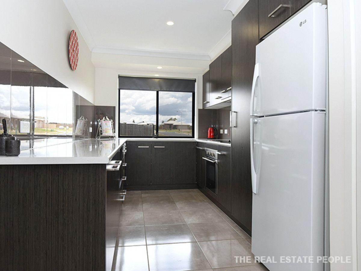 2/1 Fairfax Street, Cambooya QLD 4358, Image 1