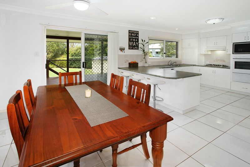 6 Cresthaven Court, Glass House Mountains QLD 4518, Image 2