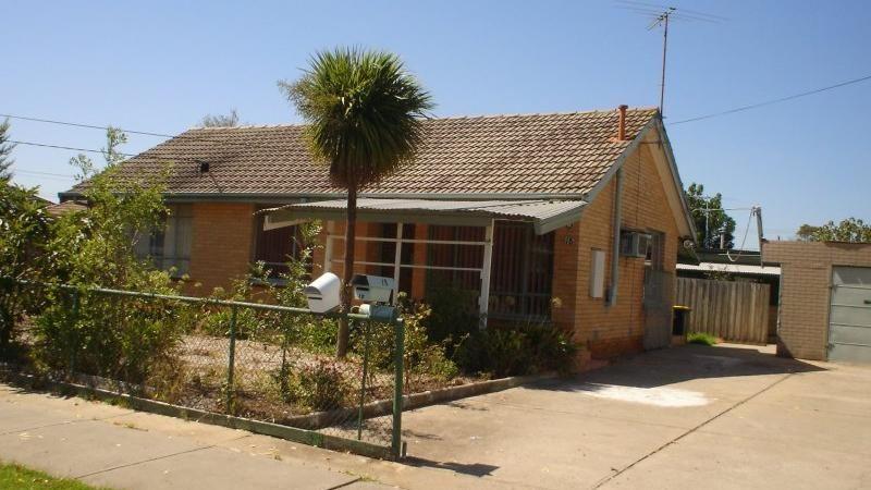 18A Bernbanks  Avenue, St Albans VIC 3021, Image 0