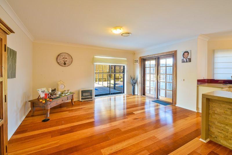 6 Berrimilla Way, Beaumont Hills NSW 2155, Image 2