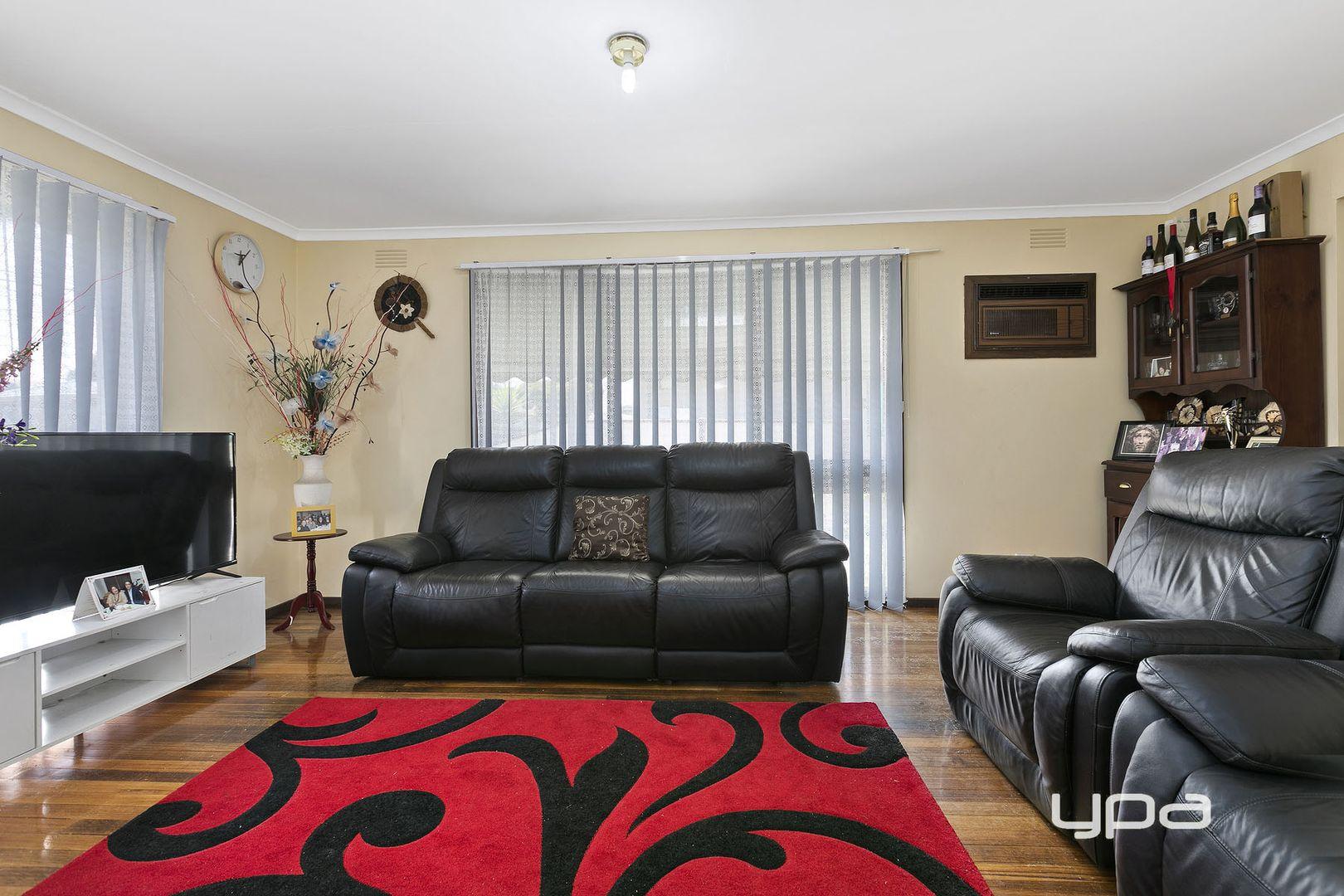 27 Magnolia Avenue, Kings Park VIC 3021, Image 1