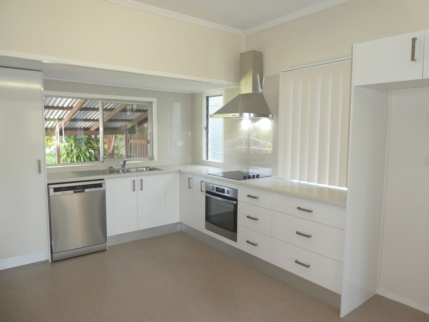 33 Whites Road, Manly West QLD 4179, Image 2
