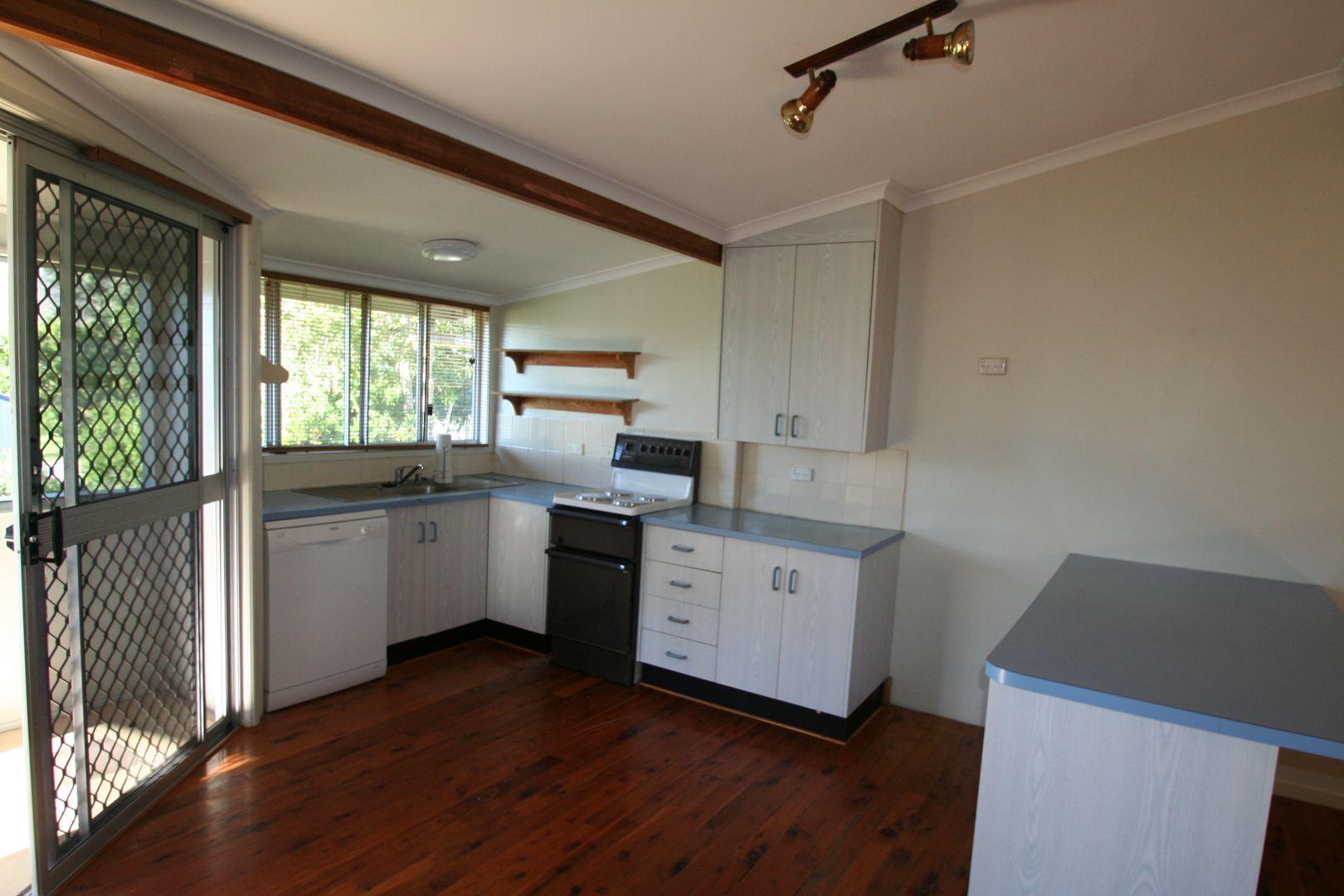 12 Pinnacle Street, Springsure QLD 4722, Image 2