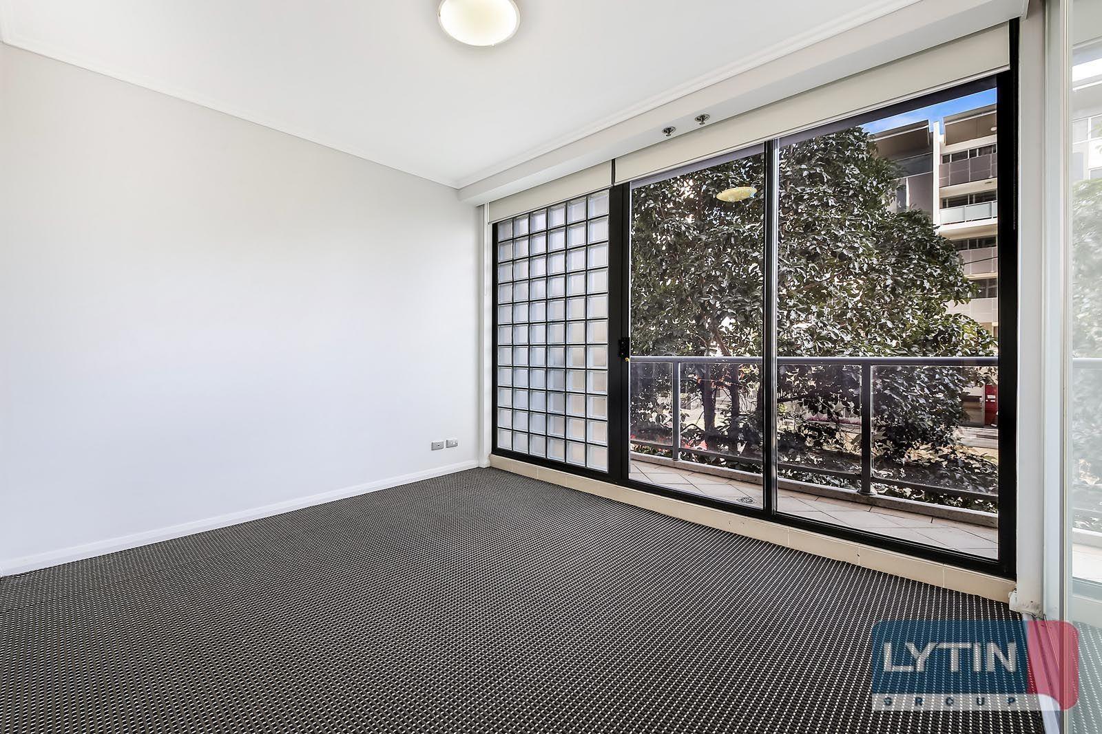 D105/10 Lachlan Street, Waterloo NSW 2017, Image 2
