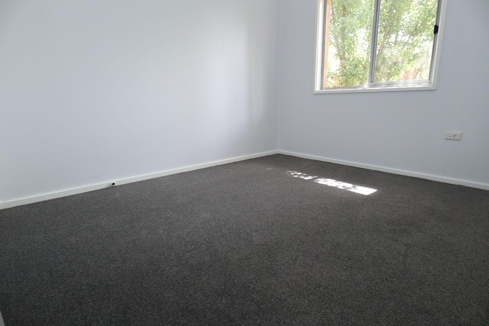 4/22 Lindsay St, Turvey Park NSW 2650, Image 2