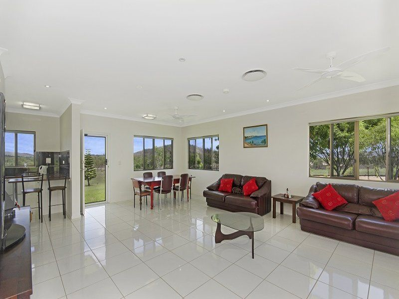 348 Valley Drive, Oak Valley QLD 4811, Image 2