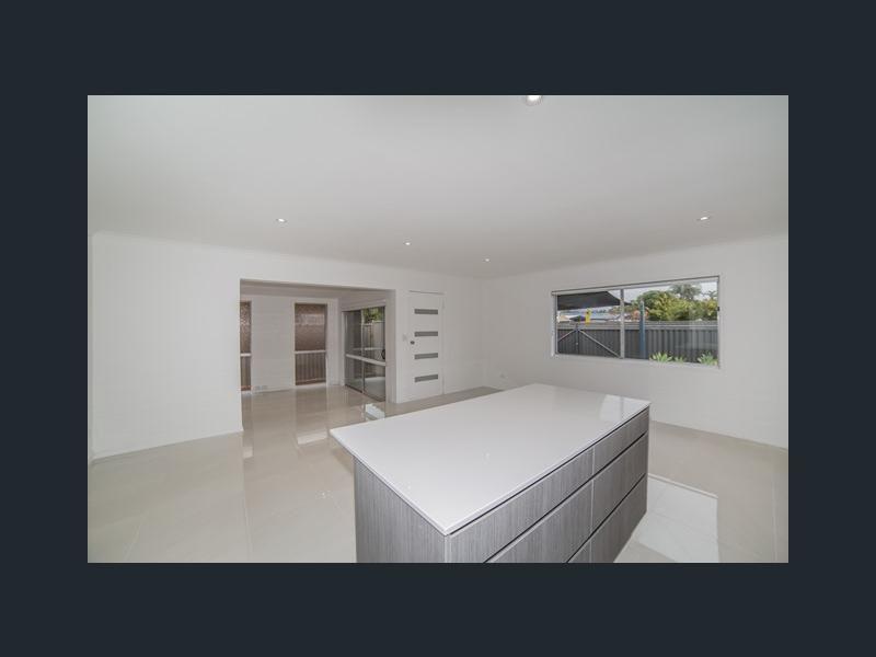 51 Mungera Street, Runaway Bay QLD 4216, Image 2