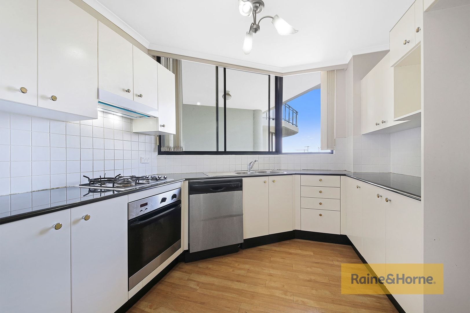 810/7 Keats Avenue, Rockdale NSW 2216, Image 2