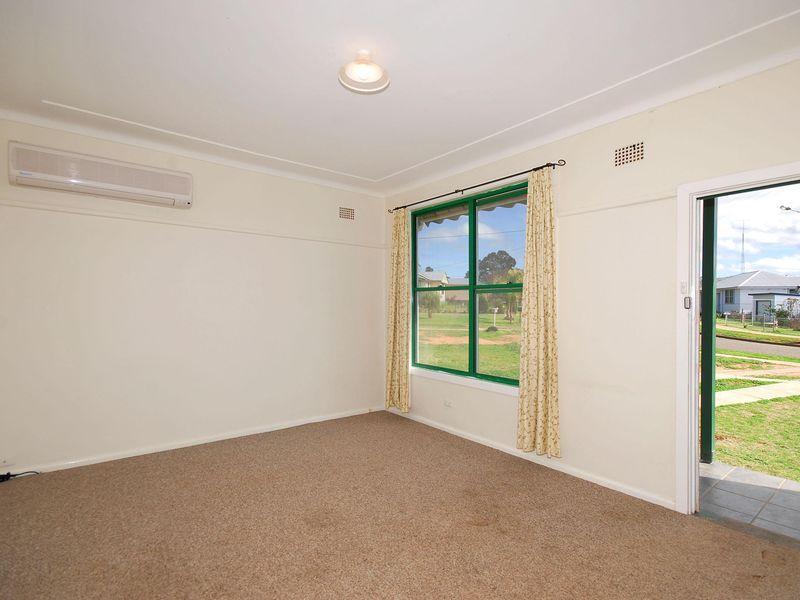23 Thompson Crescent, Tamworth NSW 2340, Image 1