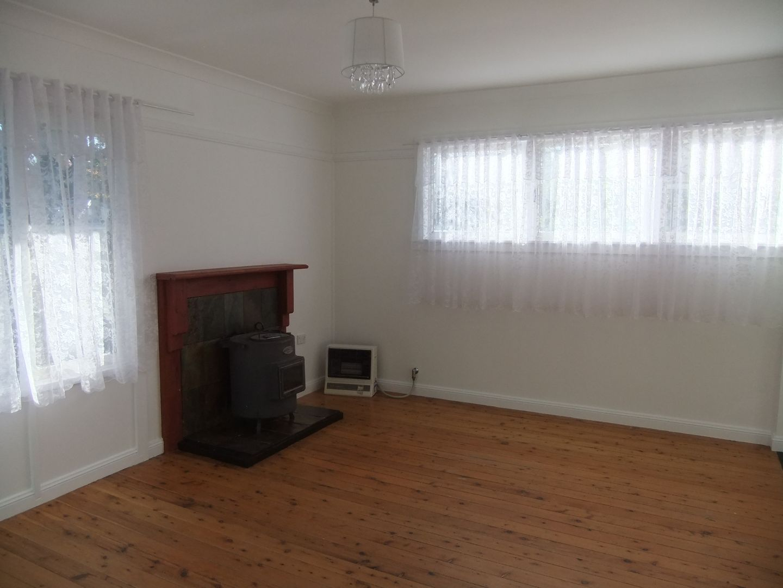 5 McCleery Avenue, Moss Vale NSW 2577, Image 2