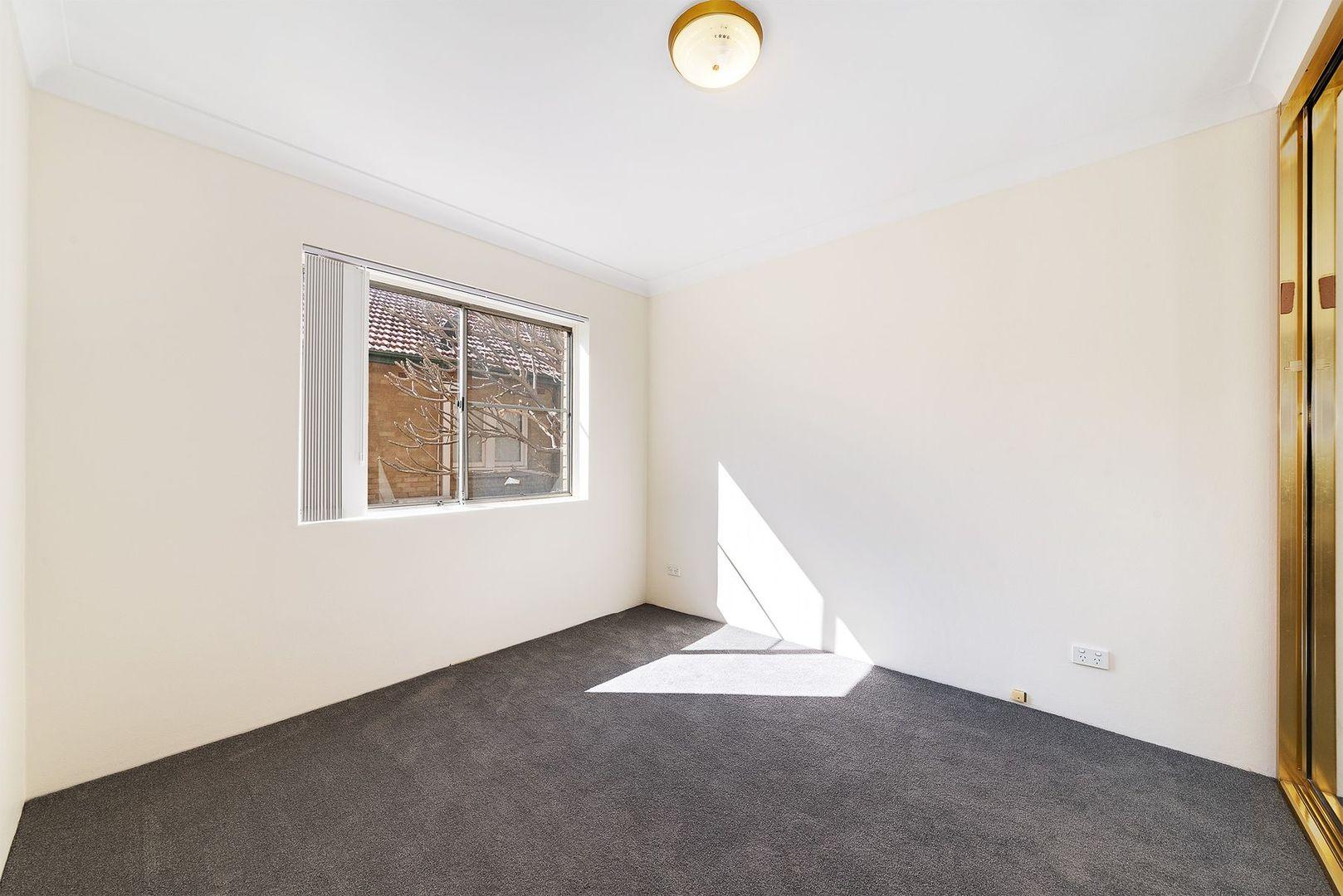 1/7 Linsley Street, Gladesville NSW 2111, Image 2