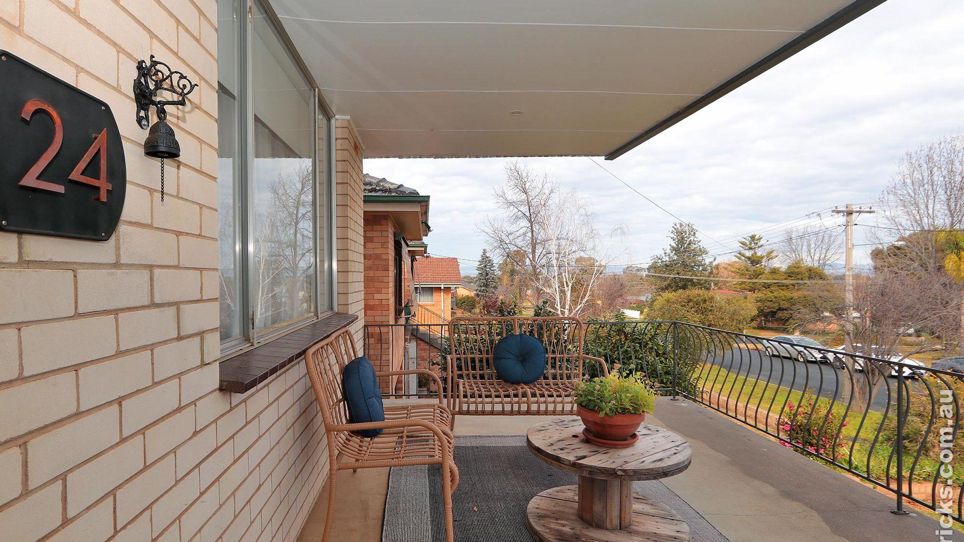 24 White Avenue, Kooringal NSW 2650, Image 1