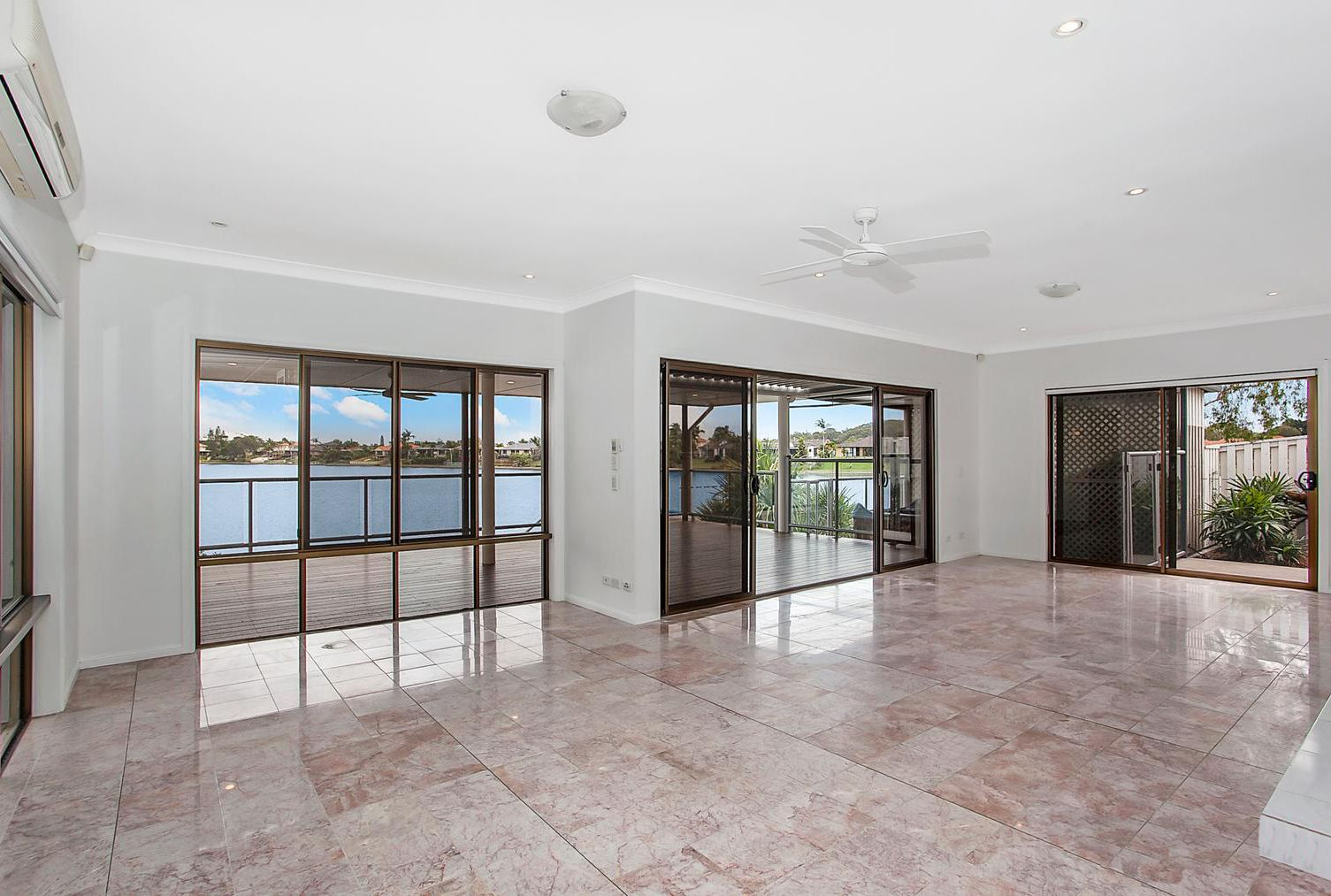 54 Dipper Drive, Burleigh Waters QLD 4220, Image 2