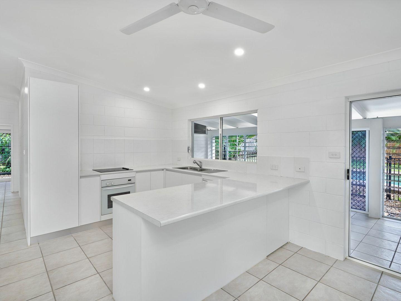 36 Terebra St, Palm Cove QLD 4879, Image 2