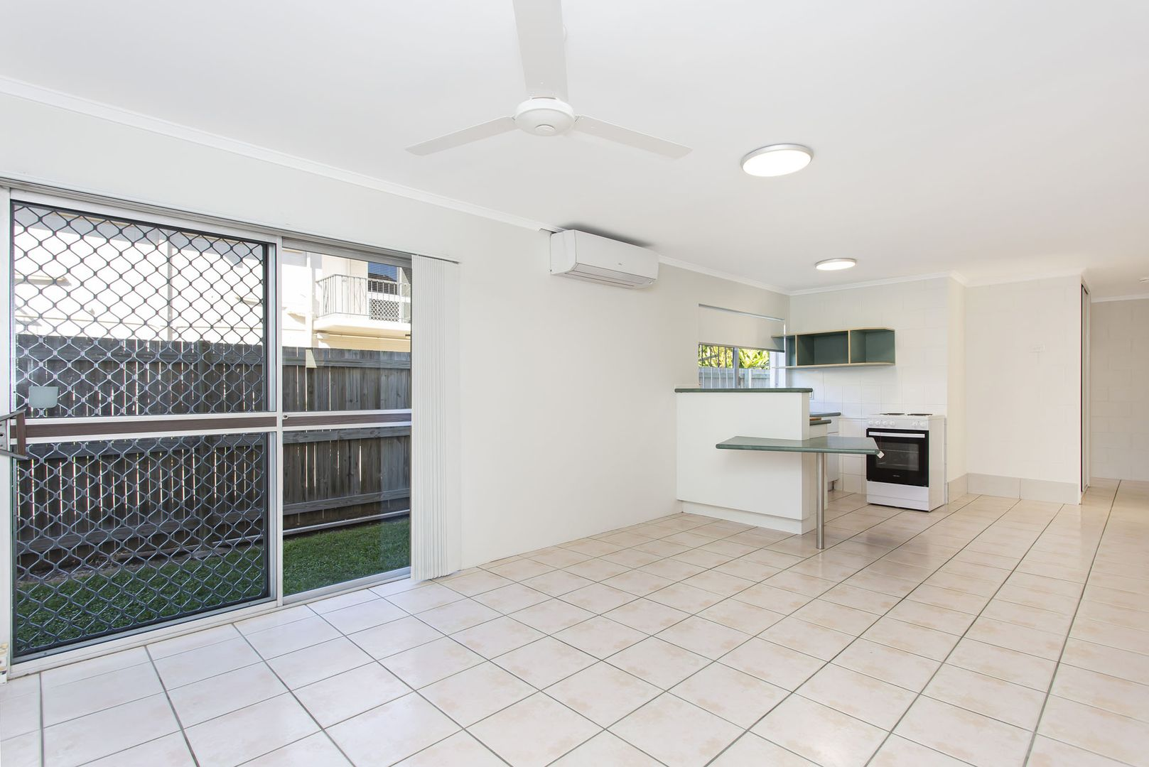 2/10 Ethel Street, Hyde Park QLD 4812, Image 1