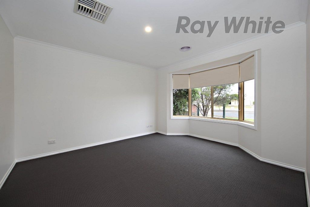 35 Maple Crescent, Hoppers Crossing VIC 3029, Image 2