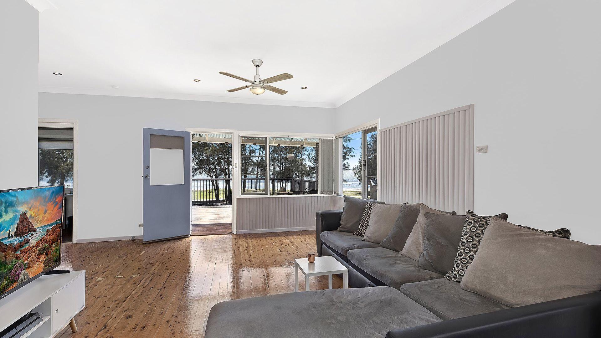 2 Trelawney Street, Killarney Vale NSW 2261, Image 2