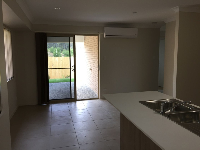 4 Sunstone Avenue, Pimpama QLD 4209, Image 2