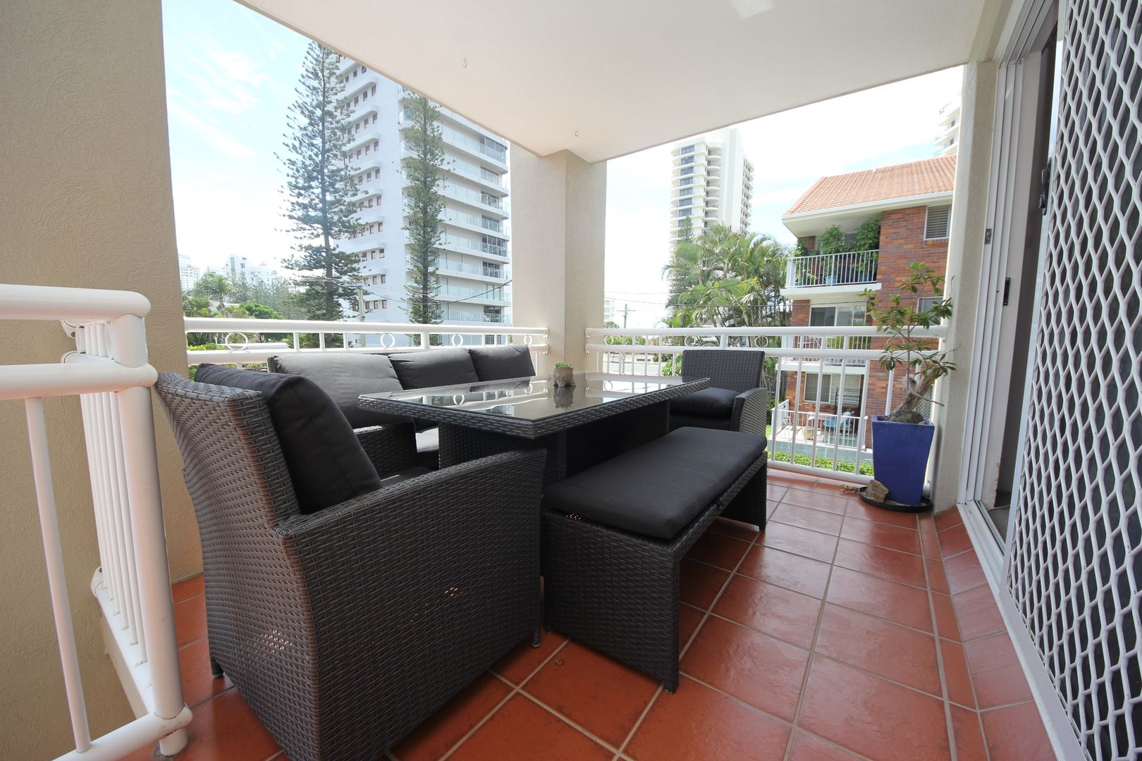 6/12 Britannia Avenue, Broadbeach QLD 4218, Image 2