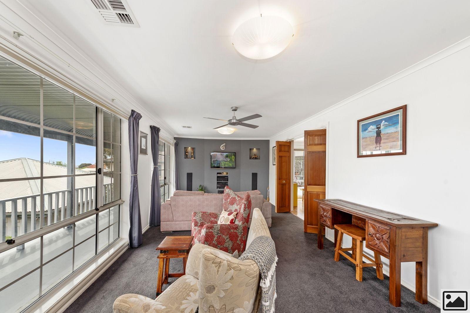11 Kennedy Avenue, Jerrabomberra NSW 2619, Image 2