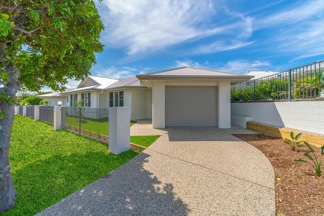 Picture of 2/57 The Drive, YAMBA NSW 2464