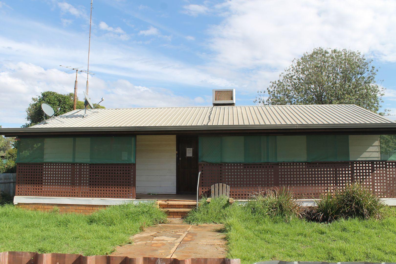 17 Farnell, Euabalong NSW 2877, Image 0