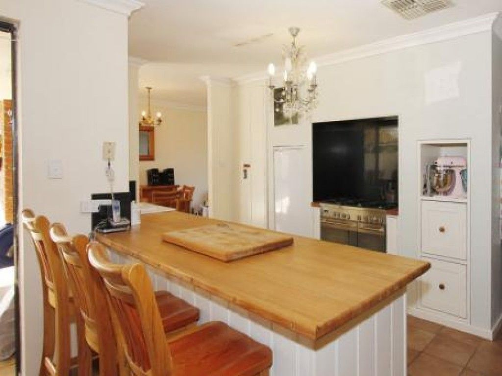 4 Leith Place, High Wycombe WA 6057, Image 2