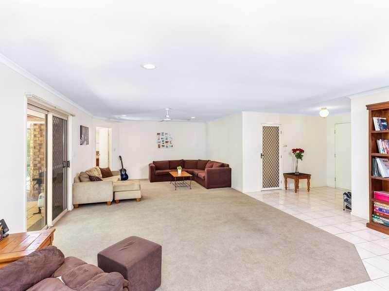 27 Ben Lomond Drive, Highland Park QLD 4211, Image 1