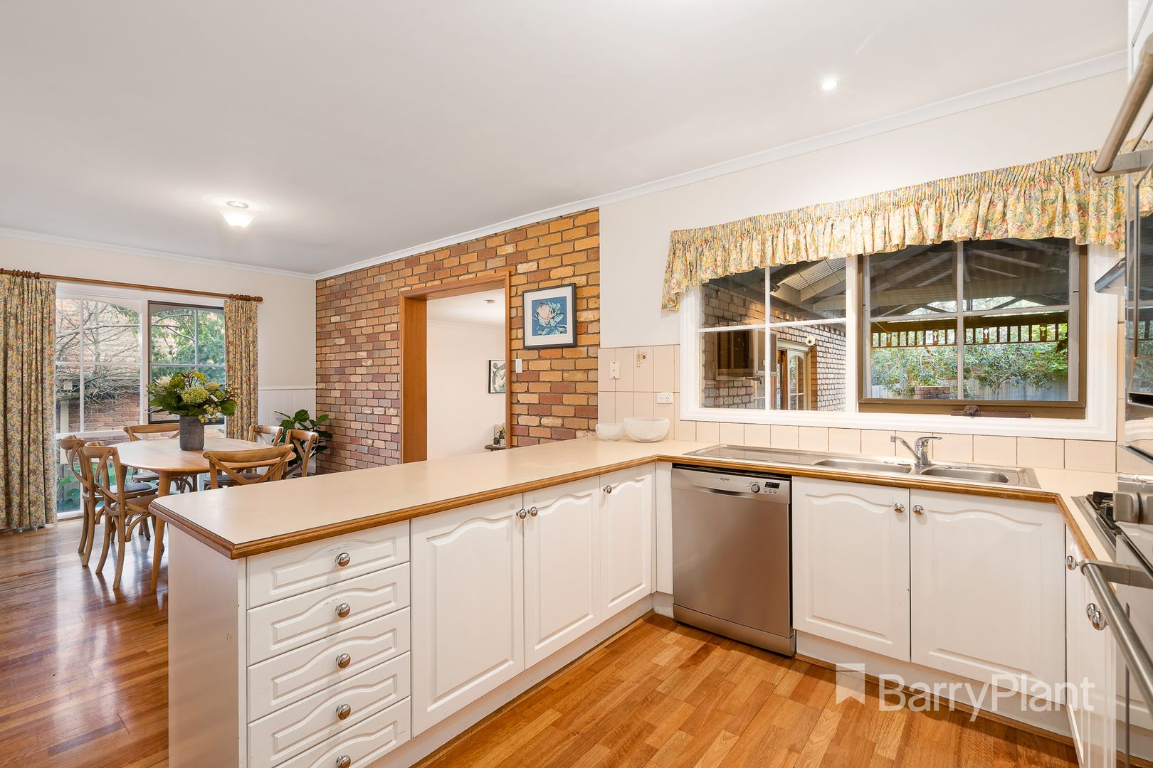 11 Strand Court, Templestowe VIC 3106, Image 2
