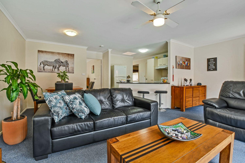 2/38 Milbong Street, Battery Hill QLD 4551, Image 2