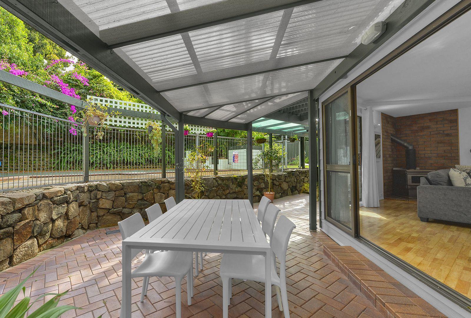 8 Ballybritt Street, The Gap QLD 4061, Image 2