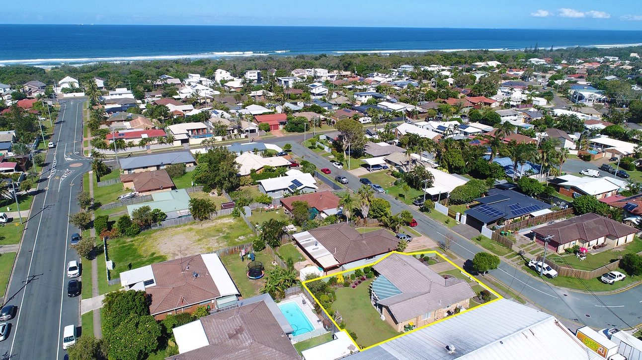 11 Ilaroo Crescent, Warana QLD 4575, Image 2